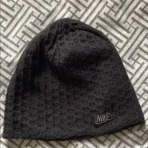 NIKE Women's black/grey reversible beanie OS